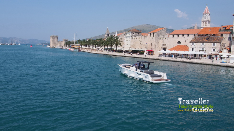 Take a photo @ Trogir, Croatia