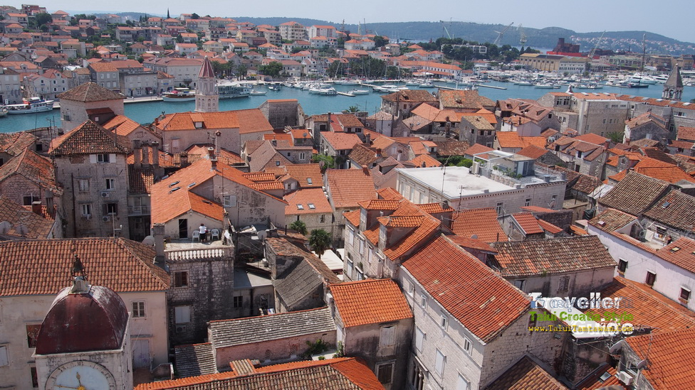 Visit the ancient city as a world heritage and Center Point is the Cathedral of Saint Lawrence to the top of the bell tower to admire the view 360 degrees.