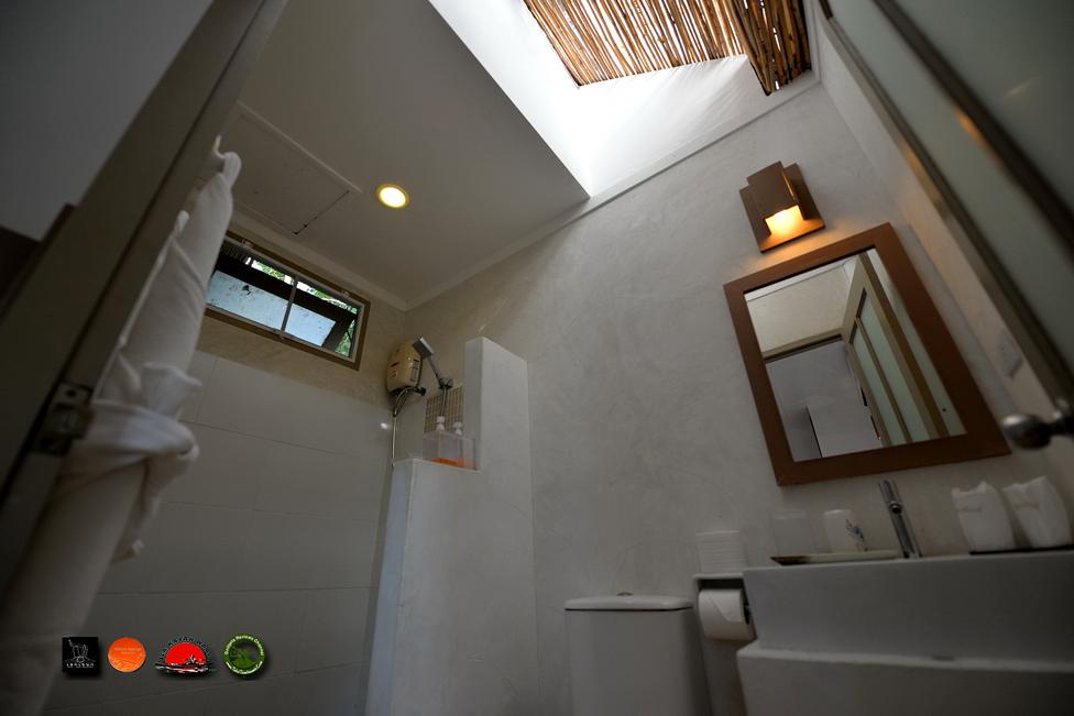 ภายในห้องน้ำครับ มีส่วนรับแสง ชมดาวด้วยครับ