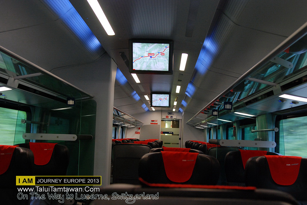 OBB First Class แทบจะนั่ง 2 - 3 คนเข้าใจว่า ชาวยุโรปไม่ค่อยนิยมนั่งชั้น 1 สงสัยแพง กว่าชั้น 2 ครับ