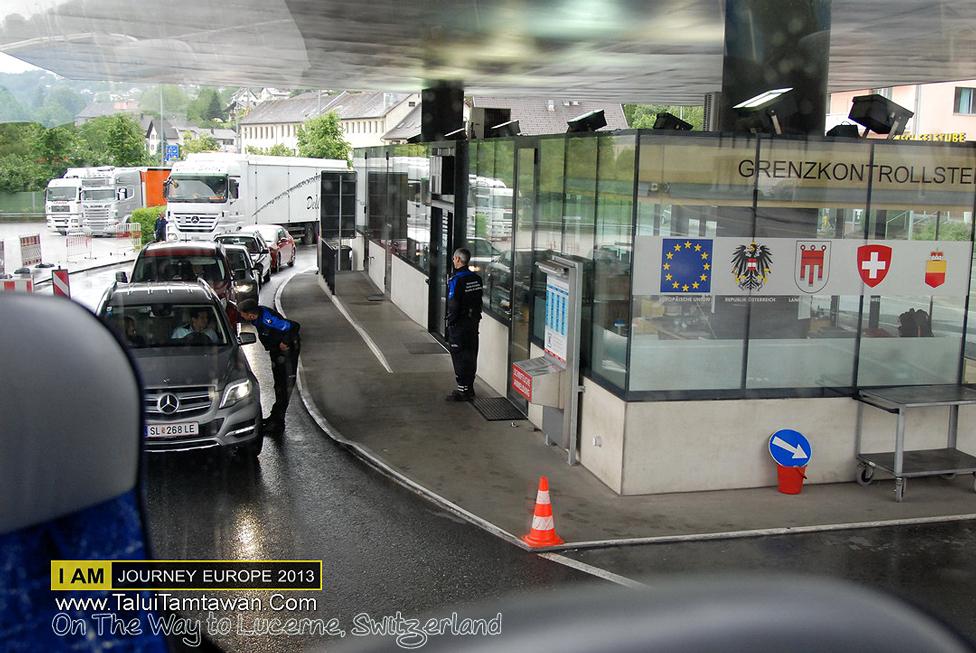 การเดินทางข้ามประเทศ นั่งรถบัส ผ่านด่าน ตม. นายด่านขึ้นมาตรวจ Passport Visa บนรถเลยครับ