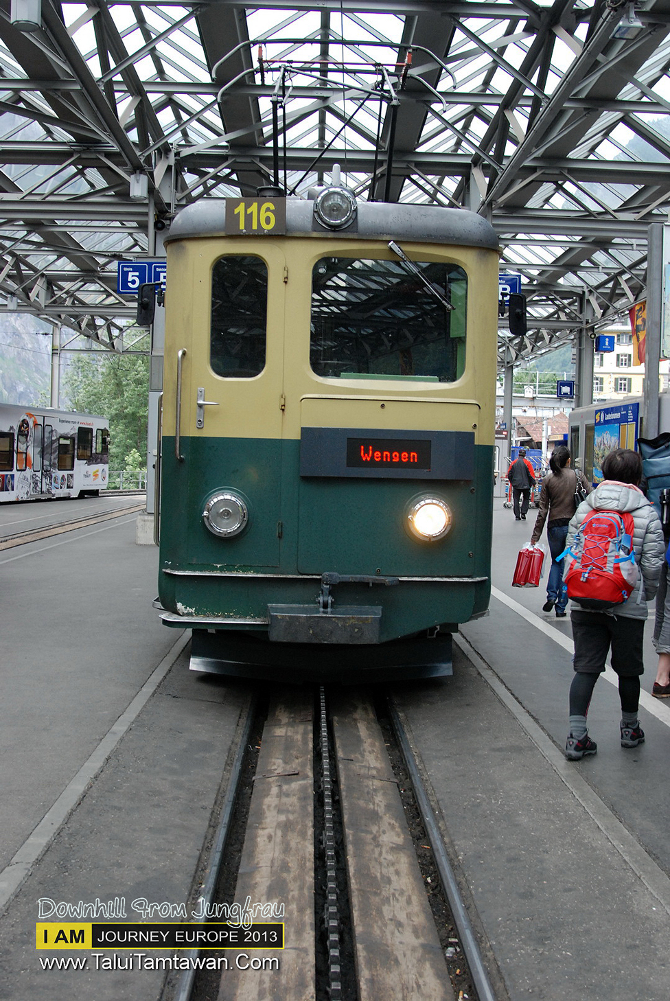 จาก Kleine Scheidegg ลงอีกด้านหนึ่งครับ เขาทำเส้นทางรถไฟเป็น one way ลงมาสุดสาย ก่อน ต่อ อีกขบวน ลงกลับไป Interaken ครับ