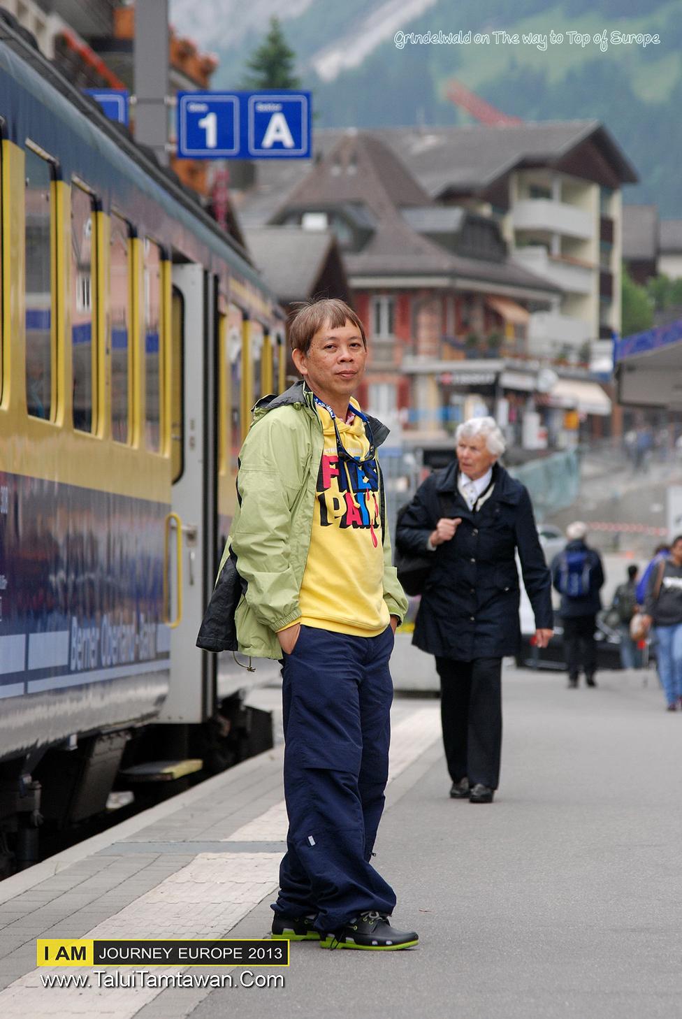 รอจนสายมากแล้ว นั่งรถไฟจาก Interaken ไป Station : Grindelwald is a village and municipality in the Interlaken-Oberhasli administrative district in the canton of Bern in Switzerland.