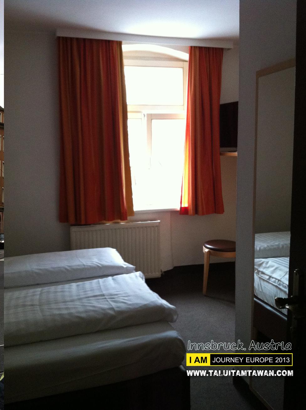 ห้องพักจะเล็กๆ และไม่มีแอร์ แต่ จะมี Heater แทน ครับ