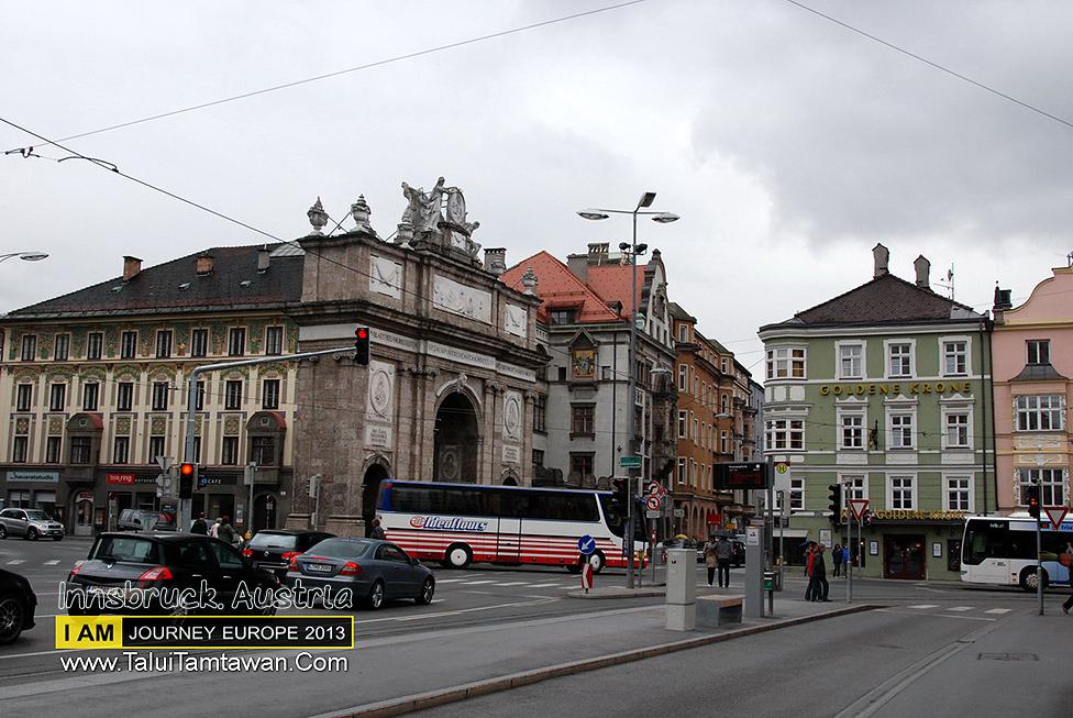 อาคารเขียรๆ นั่นแหละครับ โรงแรม ที่พัก ใน Innsbruck ที่ ตะลุยตามตะวันเลือก
